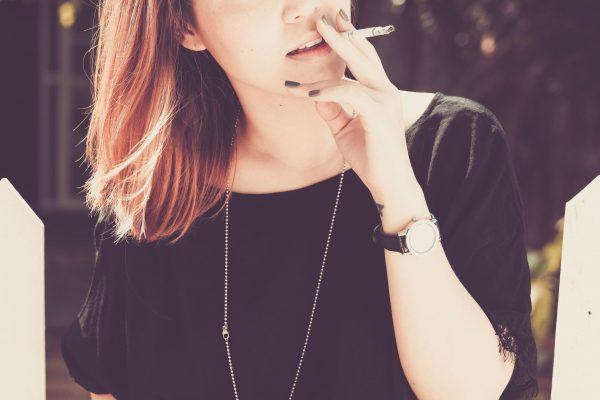fajcenie sposobuje vrasky